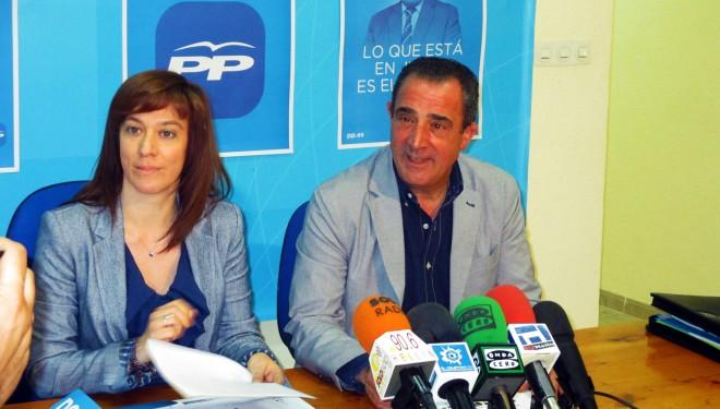 Manuel Mínguez paso revista a las mejoras económicas de su partido, mientras Irene Moreno miraba con esperanza la creación de empleo juvenil