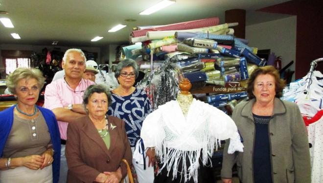 Mari Sol Vizcaino agraciada con el traje de hellinera