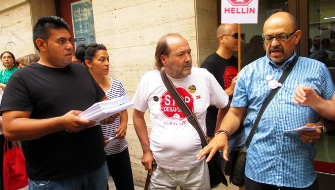 La Plataforma Stop Desahucio de Albacete se concentra en Hellín