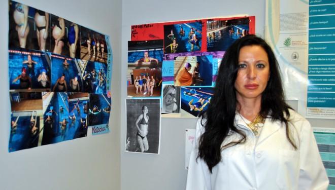 Premian a una matrona del Área Integrada de Hellín por un proyecto de matronatación para embarazadas