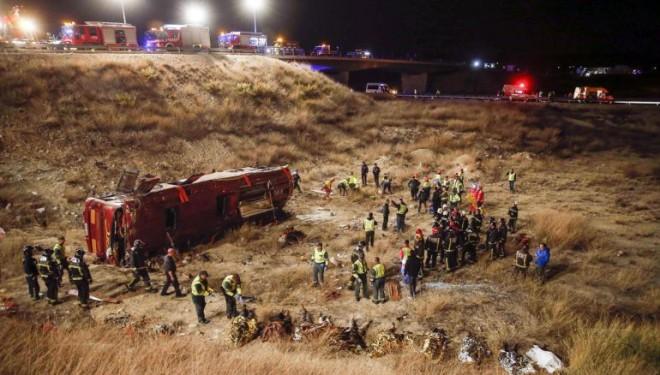 Catorce fallecidos en un grave accidente de autobús cerca de la Venta del Olivo