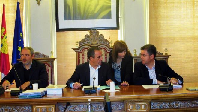 La ausencia del concejal socialista Ramón Lara fue decisiva para la aprobación de los puntos más debatidos