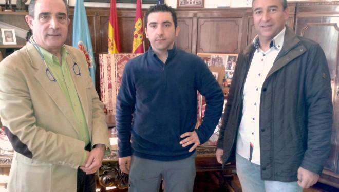 Tomás Ruíz, campeón de España de Mushing, recibido por Manuel Mínguez y Antonio Moreno