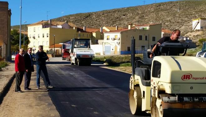 Importantes trabajos de asfaltado en la calle Ferrocarril