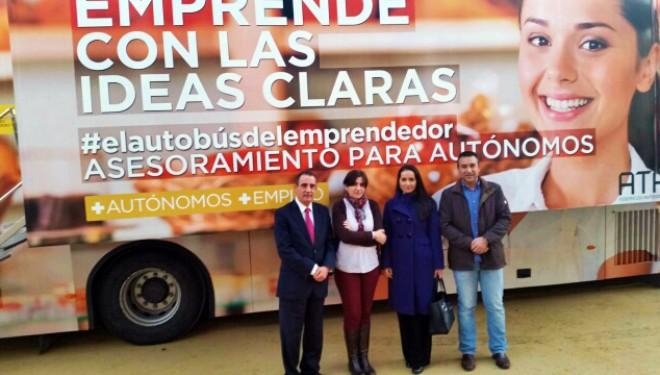 Manuel Mínguez visita el Bus de los Emprendedores