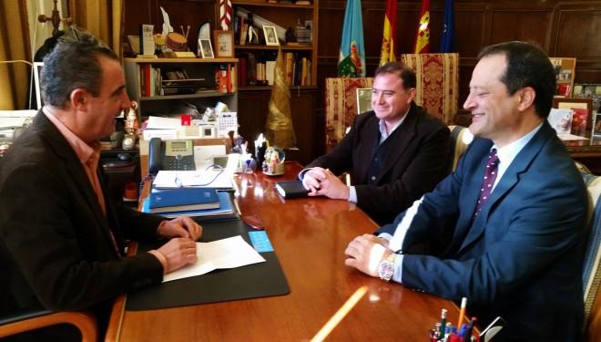 El alcalde de Hellín y el gerente del Área Integrada de Hellín se reunieron para hablar de la remodelación del Centro de Salud Nº 1 de la ciudad