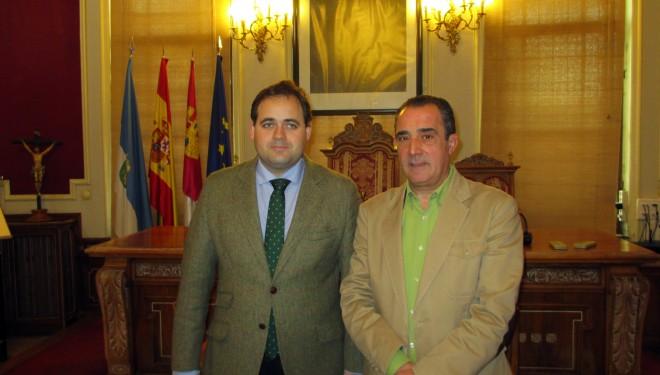 Francisco Núñez llega a Hellín para refrendar el trabajo de Manuel Mínguez al frente de la alcaldía