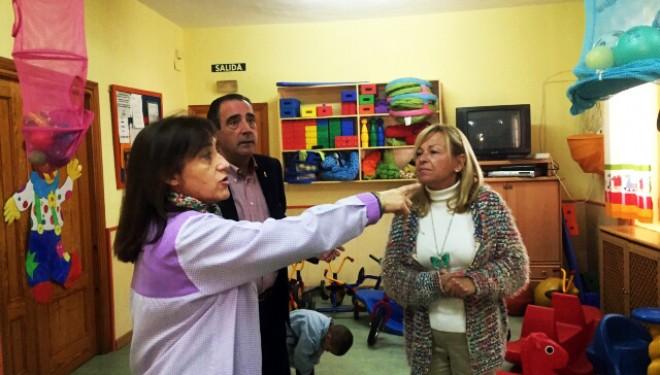 Manuel Mínguez y Juani Sorio visitaron la guardería de Martínez Parras
