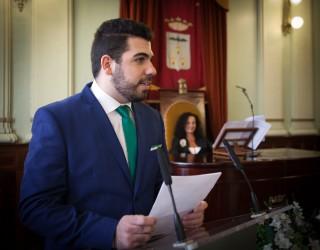 Antonio Cabezuelo presentador de la revista REDOBLE