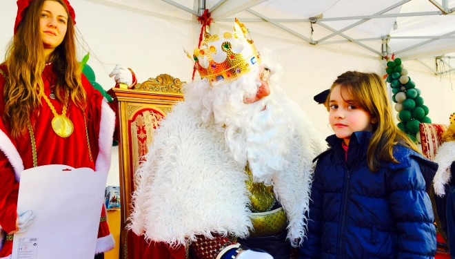 Los Reyes Magos repartieron juguetes en la Plaza de la Iglesia