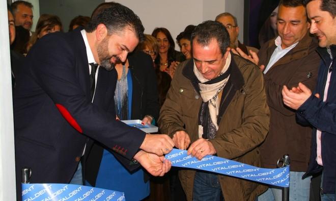 Manuel Mínguez inaugurando las nuevas instalaciones de Vitaldent Hellín / Fotos Miguel Fuentes