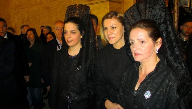 María Dolores de Cospedal llegó a Hellín para presidir la procesión de El Santo Entierro