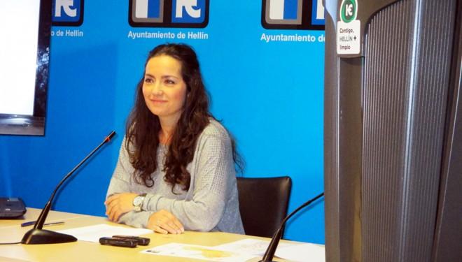 Marta Pérez da cumplidas explicaciones sobre el nuevo servicio de recogidas de basuras y limpieza viaria