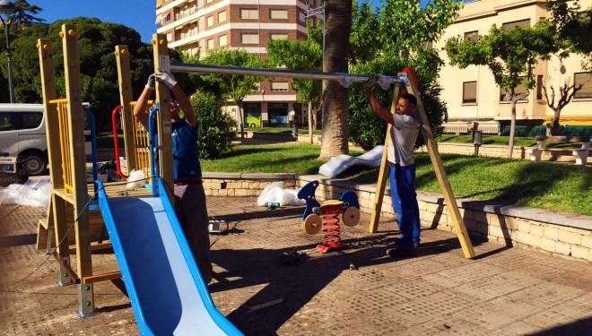 Se inician los trabajos de sustitución y reposición de juegos infantiles en Hellín y pedanías