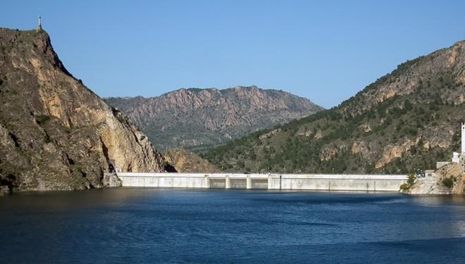UPA alerta de desembalses de agua masivos desde el pantano del Cenajo