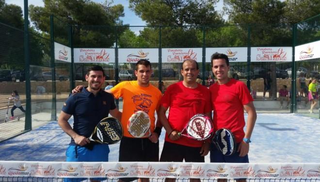 El Torneo Solidario de Padel por la Asociación Contra el Cáncer recauda más de 1.400 euros