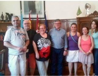 Reunión de Ramón García con la AA. VV. del barrio de San Rafael