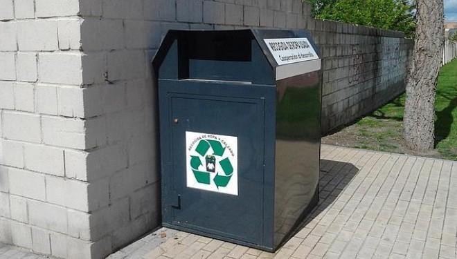 Cáritas recuerda que la recogida de ropa solo se hace a través de los contenedores homologados
