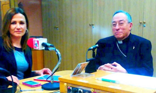 Momento de la entrevista del Cardenal Maradiaga con Charo López.