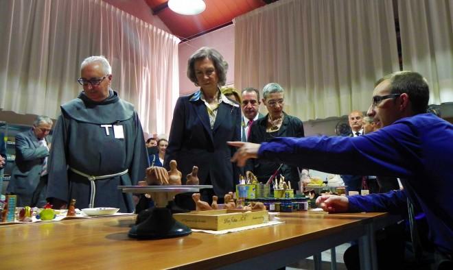 Doña Sofía en el Taller de Cerámica / EFDH.