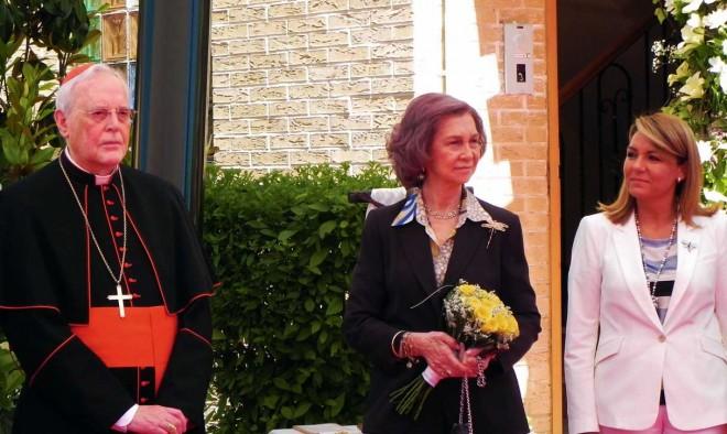 Doña Sofía en su visita a los HH Franciscanos de Cruz Blanca