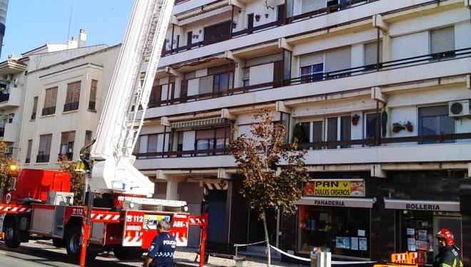 Graves desprendimientos sin víctimas, en la fachada de un edificio en la Gran Vía