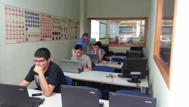 Indignación por la medida de llevar los exámenes de conducir a Albacete