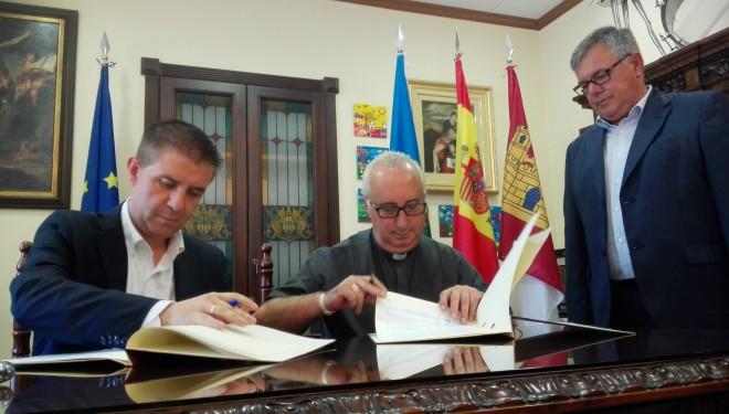 Firma del convenio de colaboración entre la Diputación y los Hermanos de la Cruz Blanca