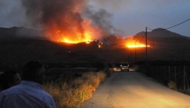Una tormenta provoca un incendio en la Sierra de la Palera, junto al Cañón de Almadenes