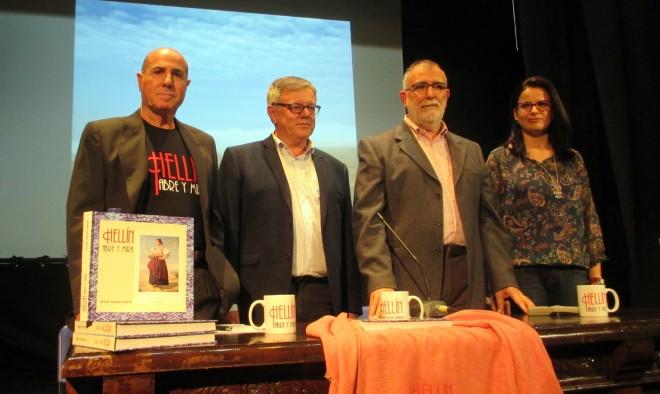 """Ángel Ñaclé, presentando su libro""""Hellín, Abre y mira"""""""