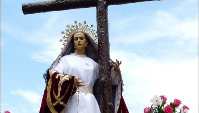 Los cofrades de la Santa Cruz y Virgen de la Amargura deciden que la imagen deje de desfilar Miércoles Santo