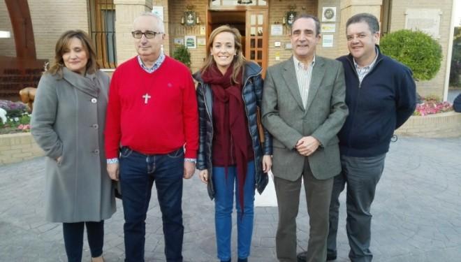 Carmen Navarro admirada por la labor que realizan los HF de la Cruz Blanca