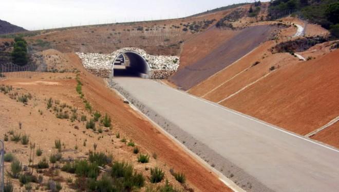 Adif inicia el montaje de vías en la variante de Camarillas