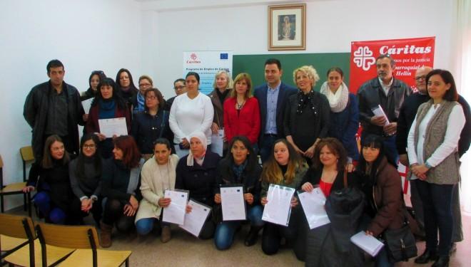 Entrega de diplomas a los participantes de los cursos organizados por Cáritas