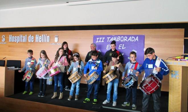 Niños tocando el tambor / EFDH.