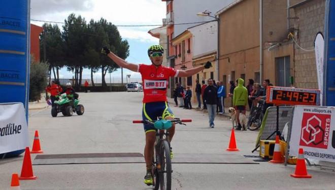 César Ruiz, tras su triunfo en Villamalea, afianza su condición de líder