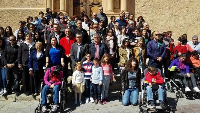 Concentración con motivo del Día Mundial del Autismo