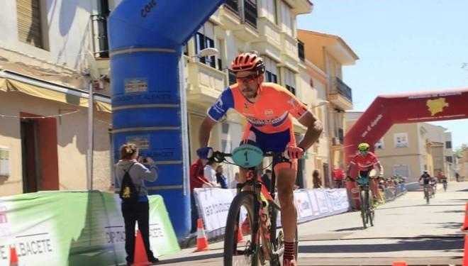 Alberto López vencedor en Mahora