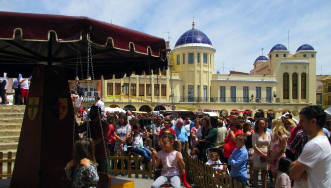 Animación en el Mercado Cervantino en la mañana del domingo