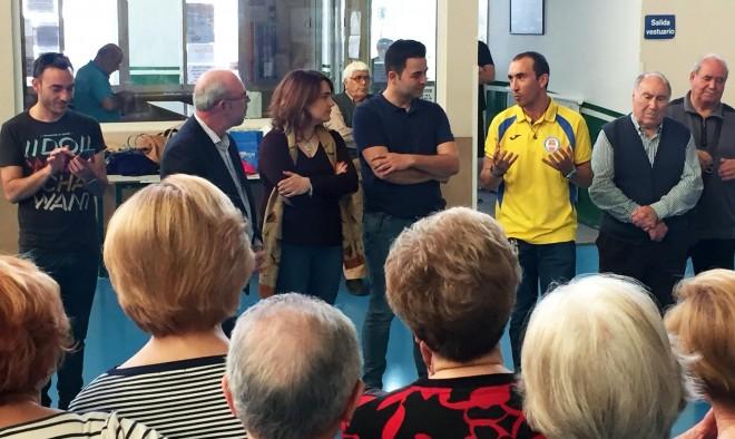 Morote cambió impresiones con los socios del Centro de Mayores