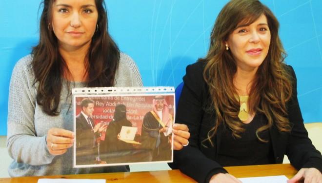 El PP critica con dureza la presencia de García-Page entregando un premio a una mujer con niqab