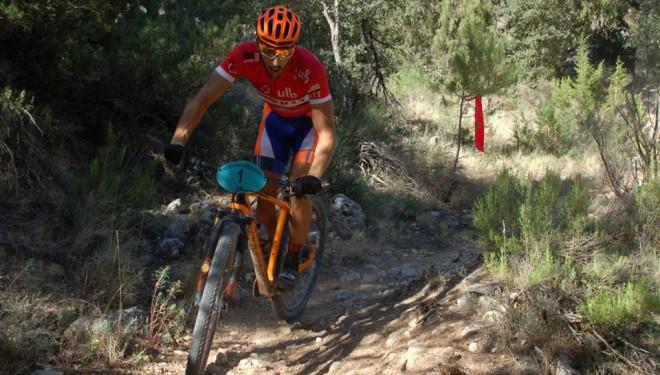 El hellinero Alberto López triunfador de la dura etapa de montaña de Nerpio