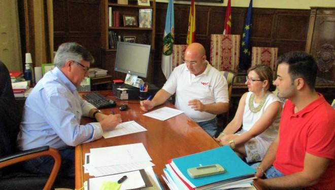 Firmado el convenio entre el Ayuntamiento y Cruz Roja