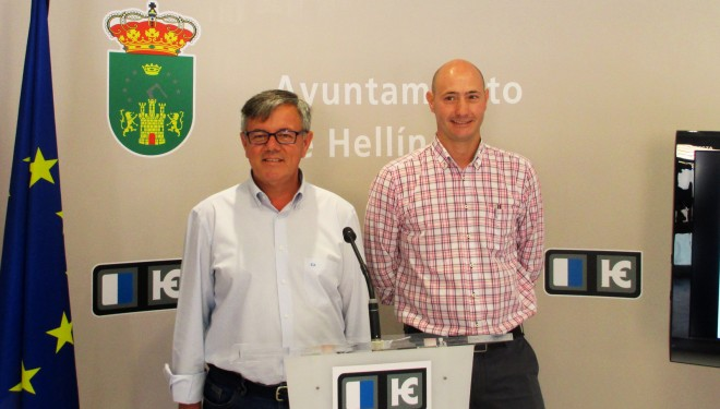 Ramón García y Ramón Lara firman el protocolo del convenio del Plan Concertado