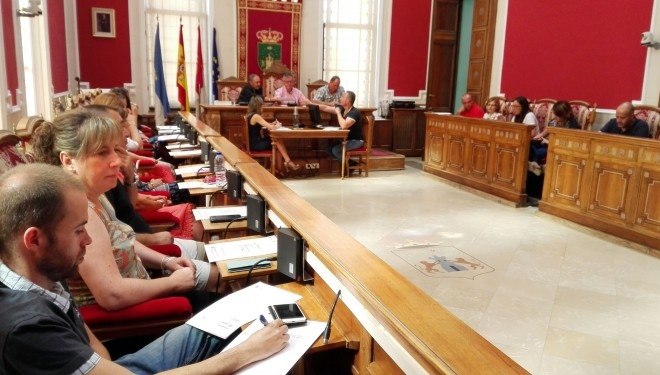 El Ayuntamiento aprueba una moción para la defensa del mantenimiento de la línea de viajeros Hellín- Alicante