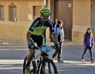 Yago Sardina se impuso en Cenizate a César Ruiz en un apretado sprint