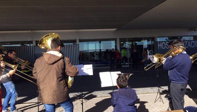Más de 80 músicos y bailarines actúan en el Hospital de Hellín