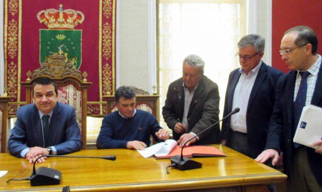 José Manzanedo firmando / EFDH