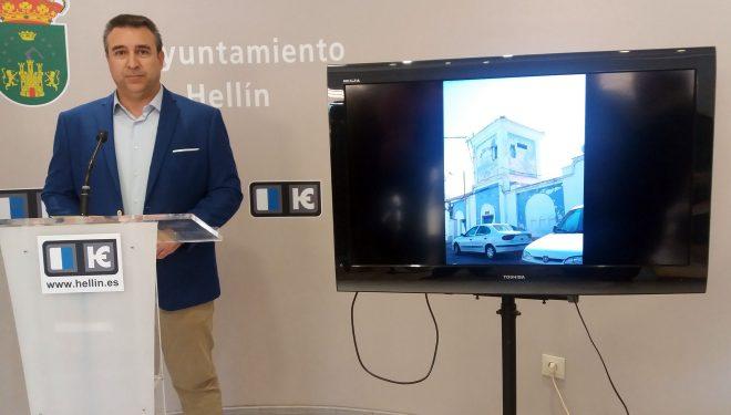 El concejal del PP, Antonio Moreno, denuncia el estado de algunas instalaciones deportivas