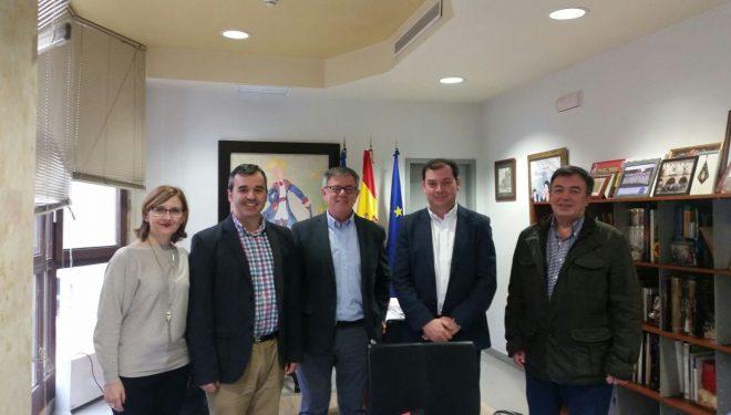 Ramón García viaja a Aspe para visitar la oficina de atención al ciudadano de aquel Ayuntamiento